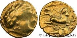 GALLIA - AULERCI CENOMANI (Regione di Mans) Statère dor au cheval androcéphale et au personnage allongé, tenant deux objets ovoïdes MB/BB