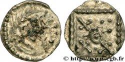 ENGLAND - ANGLO-SAXONS Sceat à la tête avec croix, et au carré perlé, Série G